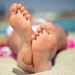 sunbathing-feet-sandy-feet-beach_123rf.com_