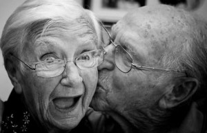 55116ab424_1383308367_old-people-and-love__list-noup
